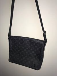 Black Louis Vuitton District Mens Messenger & Shoulder Bag Centreville, 20120