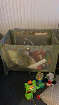 baby's green and gray travel cot Las Vegas, 89169