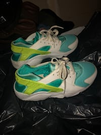 Turquoise green blue hurraches  Hanover, 21076