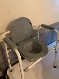 Medical commode chair