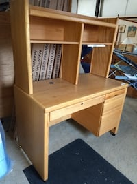 27785 Computer Desk with Hutch / Oak Desk 60081