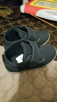 pair of toddler's black velcro-strap shoe Brossard, J4Y 1A6