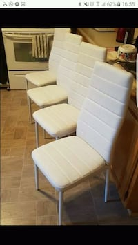 Chaises blanches neuves Montreal, H3K 1S9