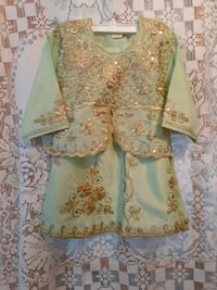 green and gold outfit. fits size 2.years Asking $10.00.Green &red $10.