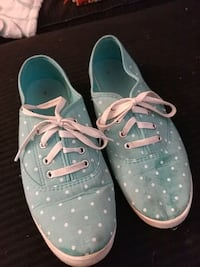 pair of blue polka-dot low-top shoes Redding, 96002