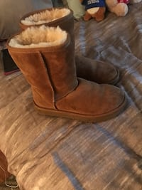 pair of brown suede boots Belmont, 94002