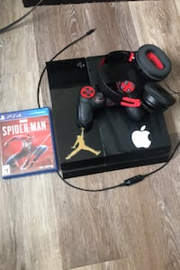 Ps4 headset Spider-Man game and controller good condition