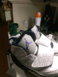 pair of gray-and-white Nike basketball shoes 25 mi
