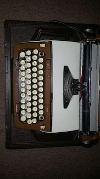 Smith-Corona Vintage Typewriter Columbia, 21044