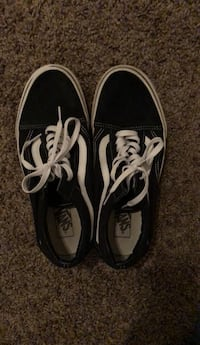 Pair of black vans low-top sneakers Fresno, 93711