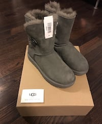 BRAND NEW UGGS BAILEY BUTTON SIZE 7 Kitchener, N2A 4N1
