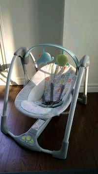 baby's white and gray swing chair Montréal, H3H 2M3