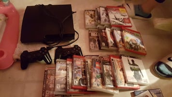 Ps3 with two controllers and 18 games