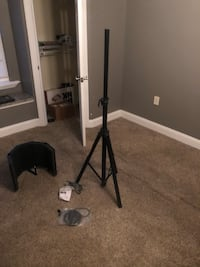 Never used microphone stand/ noise cancellation Severn