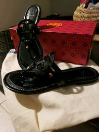 pair of black leather boat shoes with box 918 mi
