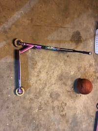 Pro custom scooter. Asking $115   Good condition and no rattles.  If wanted, I'll give you a pair of ODI grips for an extra $10