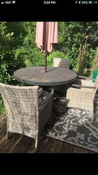 round gray patio table with 3 chairs no umbrella  Kitchener, N2C 2T5