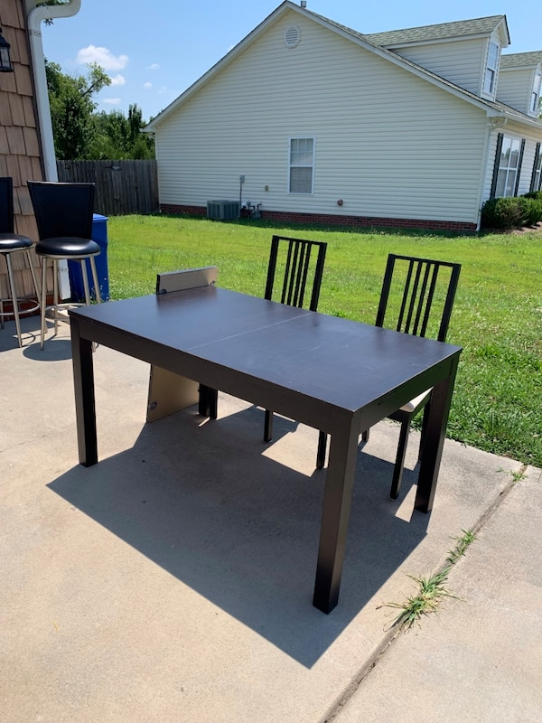 Kitchen table with two chairs 6b138b8a-0bab-4fd8-b31d-1fa3b2e35a00
