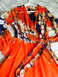 Beautiful colourful long sleeve dress worn only once and it's M size  Toronto, M1J 3C4