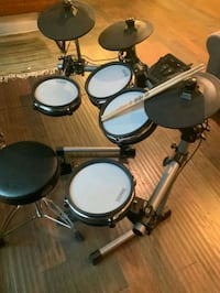 Simmons SD 350 electronic drum set with mesh pads