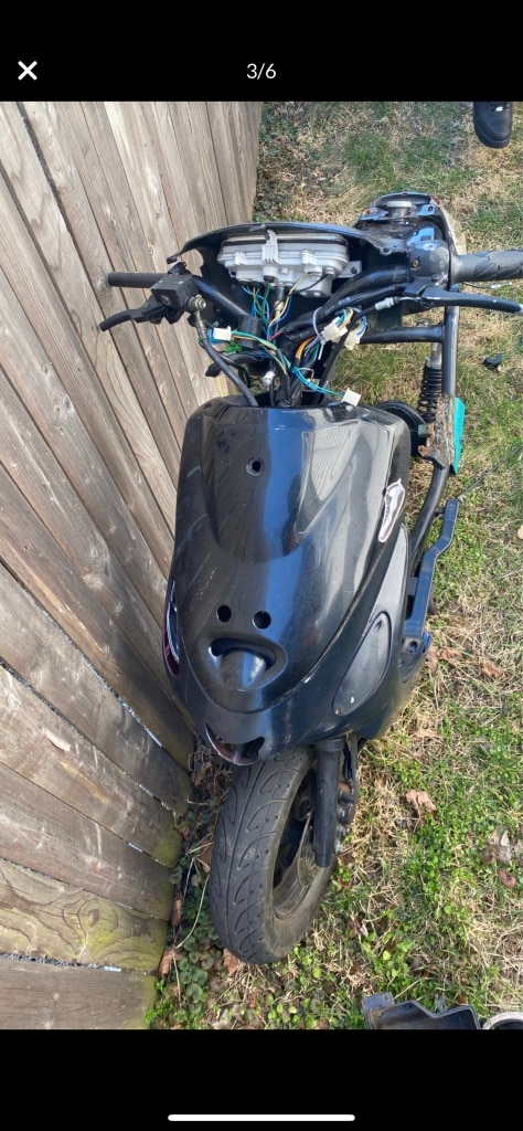 Photo 50cc moped for parts body