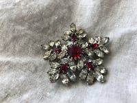 Vintage Costume Jewelry - Pin Chico