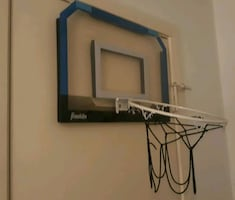 Door hanging basketball hoop