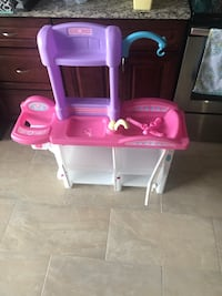 Toddler's pink, white and purple plastic playset toy 67 km