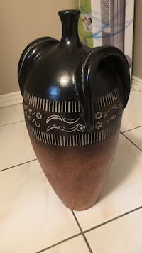 Black and brown Decorative vase  Brampton, L6Y 3M4