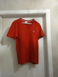 red crew-neck t-shirt Lacoste Gatineau, J8T 5G1