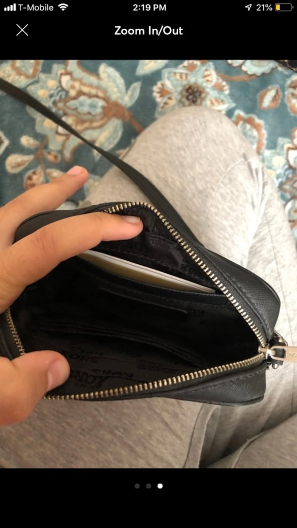 Crossbody Michael Kors black worn once useful when traveling  2dc34ca6-7f95-4a3a-a555-b6b3d22f16a3