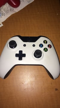 LED White and black microsoft xbox 1 controller/Gamepad Dearborn, 48126