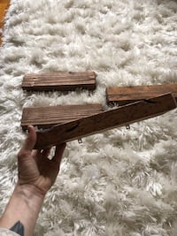 4 rustic shelves with hardware  45 km