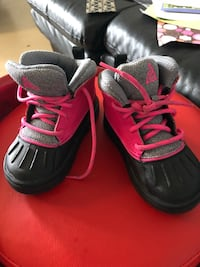 pair of black-and-red Nike basketball shoes Toronto, M6S 2T4