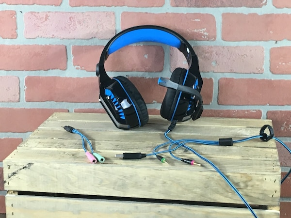 BlueFire Professional 3 5mm PS4 Gaming Headset Headphone with Mic and LED  Lights for PlayStation 4, Xbox one,Laptop, Computer (Blue)
