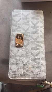 White and gray michael kors leather wallet Baltimore, 21225