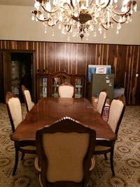 Stanley Furniture Extendable Dining Table & Chairs Gretna, 70056