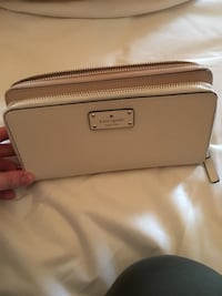Pink and White kate spade leather wristlet Toronto, M2M 2M1