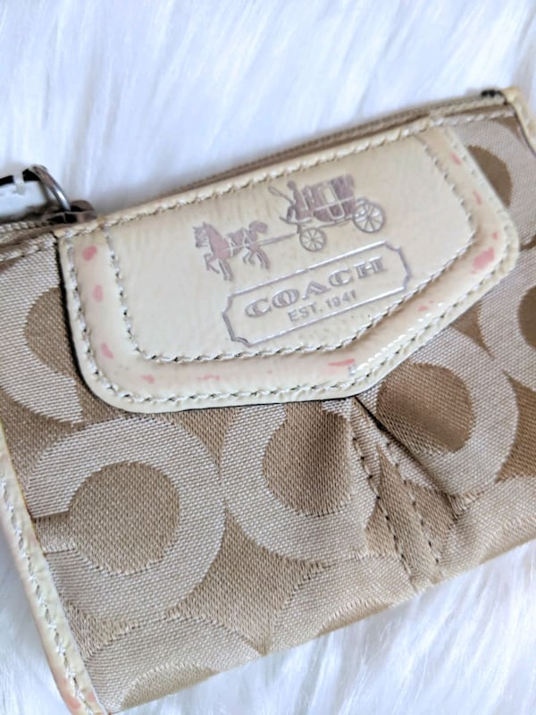 coach coin purse . 2