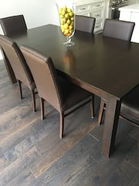 Extendable wood table and 6 chairs  Toronto, M6B 2R3