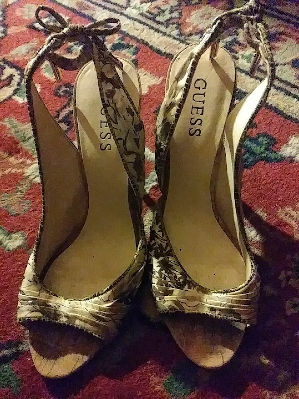 pair of white-and-black Guess open-toe slingback heels b0441c83-85fe-4c61-a4b1-7a2105af51e4