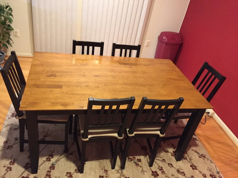 Dining  Table with Six Chairs and Cushions 89e3068d-8c01-4859-a27b-49f6ddabe0fa