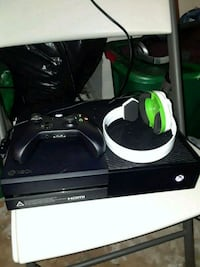 Xbox One console with controller Temple Hills, 20748