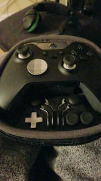 black and gray Xbox One controller London, N5V 1L4