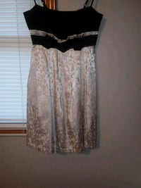 Silver & Black Prom/Home Coming Dress, Size 4 Bellevue, 68005