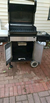 black and gray gas grill Arlington, 22204