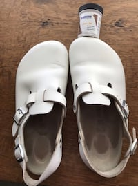 Birkenstock's white size 38 excellent condition. Excellent  for work.