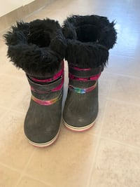 Girl winter boots in used condition  Kelowna, V1X 1Y9