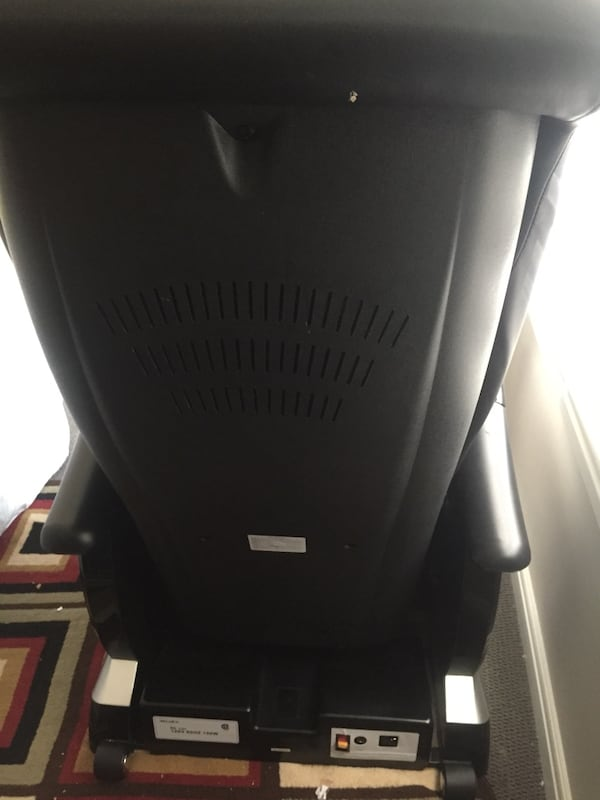 Massage chair original purchase price $3200 at flaman fitness it's in very good condition rarely used f58eef41-a995-43d5-9dcc-5a0e13ee4db7