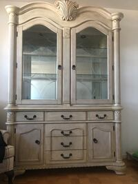 White wooden framed glass display cabinet Toronto, M2N 2H6